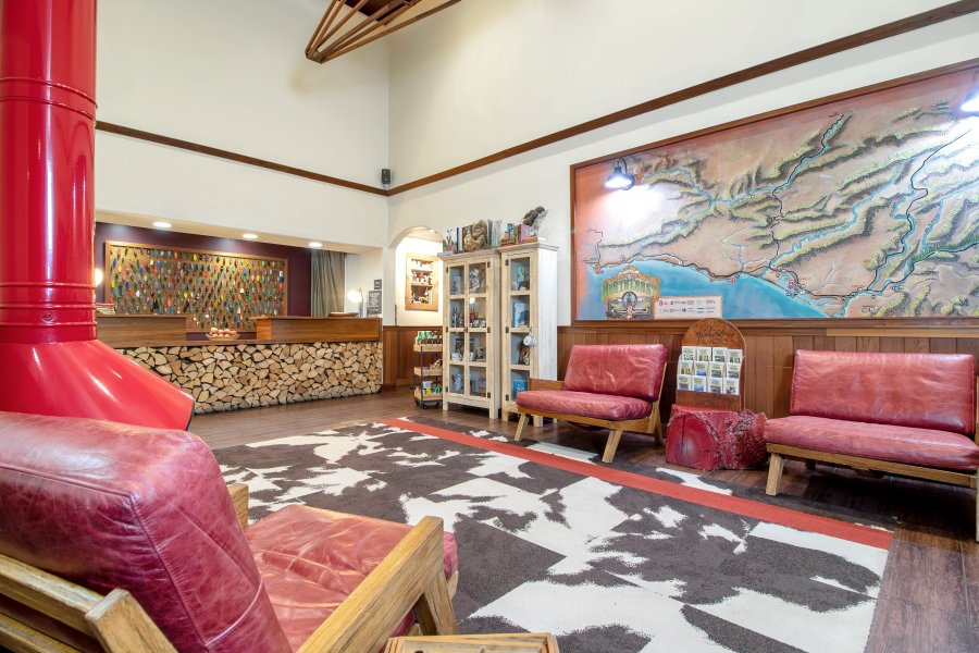 lobby-from-breakfast-area